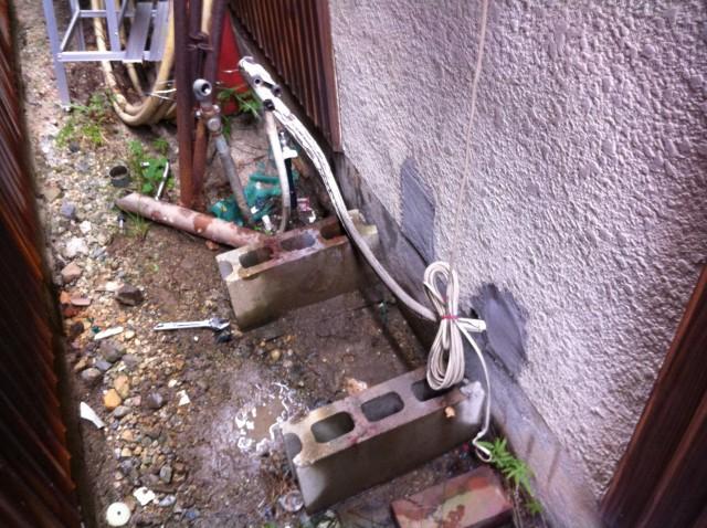 名古屋市守山区のS様 給湯器のご依頼ありがとうございます!既設給湯器の撤去後です。