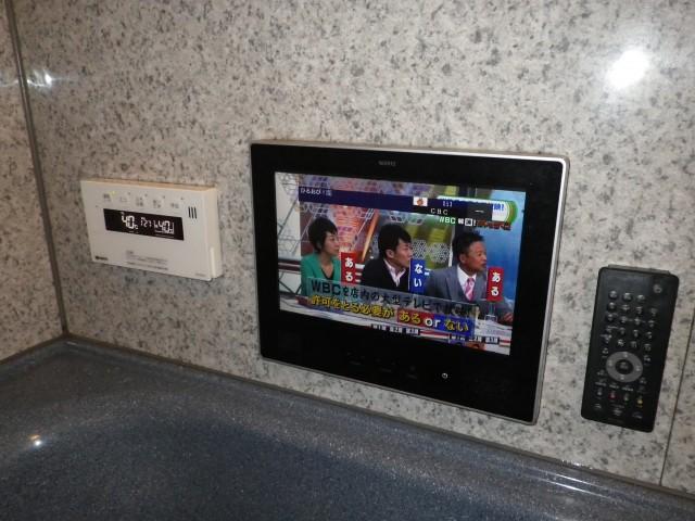 給湯器リモコンと浴室テレビ
