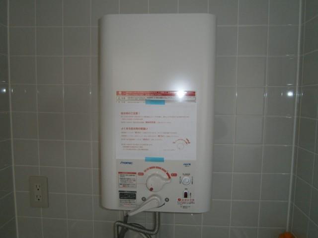 小型電気温水器 取り付け
