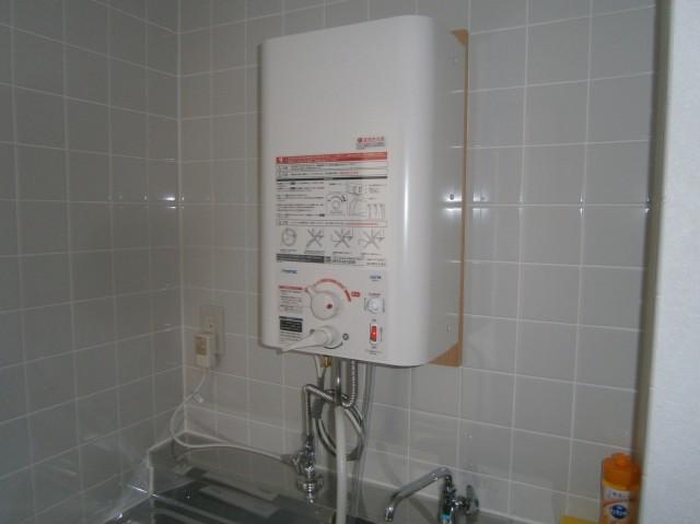 名古屋市中川区 M様邸 小型電気温水器取付工事(電気温水器)