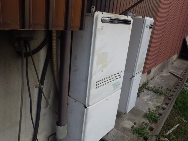 名古屋市中川区 給湯器の施工前は壁掛け+据置台