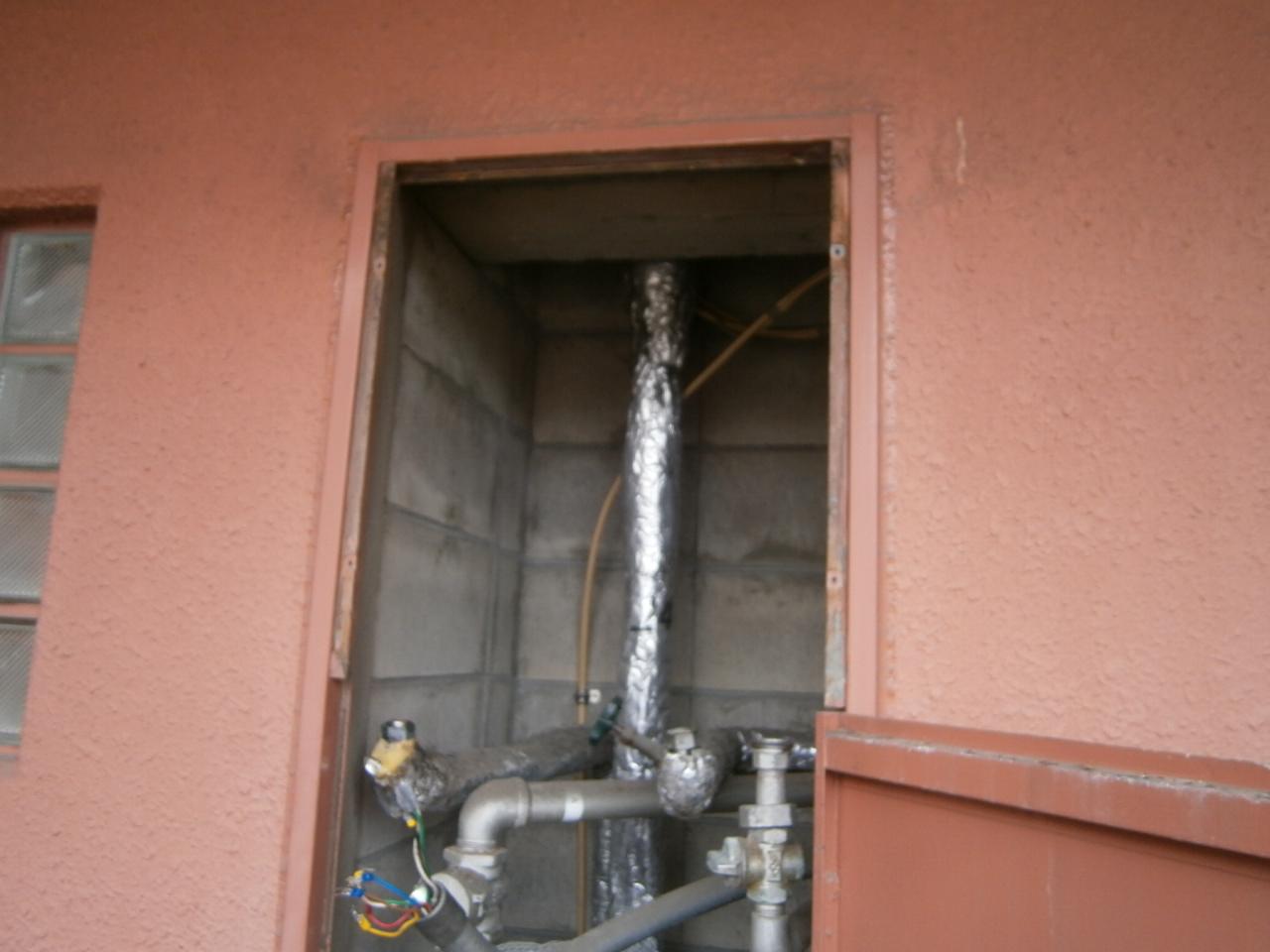 名古屋市中区 ガス給湯器取替工事 施工中