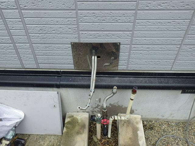 給湯器取替え工事 施工中
