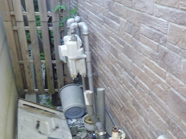 豊橋市 給湯器交換工事 施工中