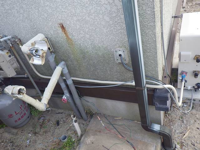 石油給湯器からガス給湯器工事 施工中