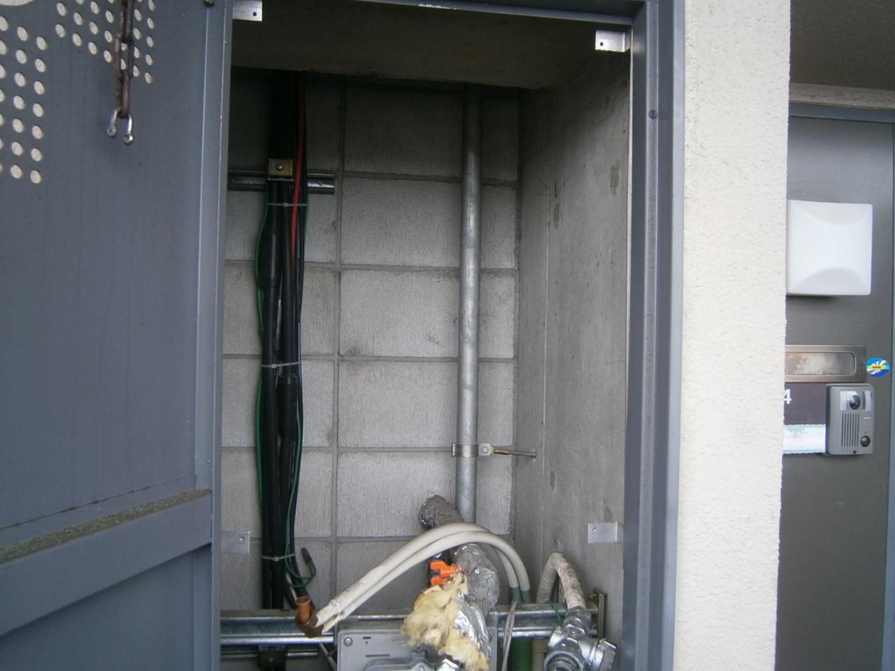 蟹江町 ガス給湯器取替工事 撤去後