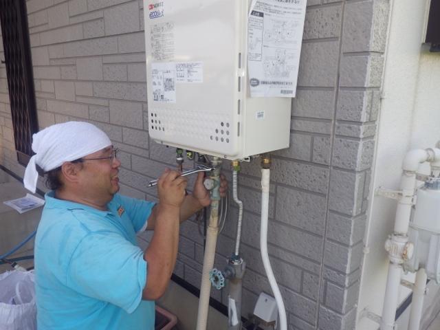 高浜市 ガス給湯器取替工事 施工中