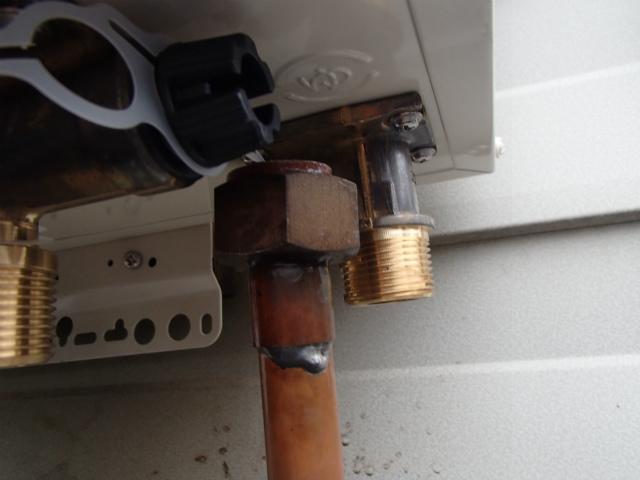 給湯器取替工事 銅管調整前