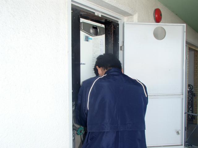名古屋市天白区 給湯器交換工事 施工中