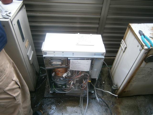 石油熱源専用機取替工事 配線中