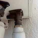 ガスふろ給湯器取替工事 施工前水漏れ箇所