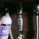 給湯器取替工事 ガス漏れチェック中